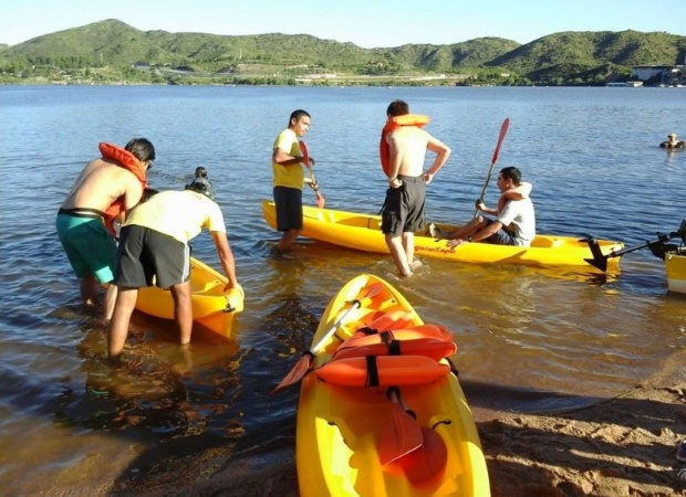 Actividades náuticas en las playas y perilagos.