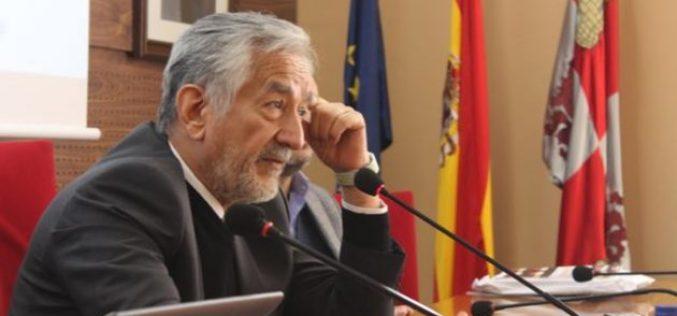El gobernador disertó en la Universidad de Salamanca
