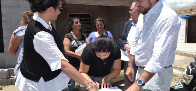 El Gobierno firmó un convenio con la Municipalidad de Nogolí para la terminación de seis viviendas