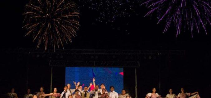 Una multitud disfrutó del Festival de las Aguas Claras entre música, baile y comidas típicas