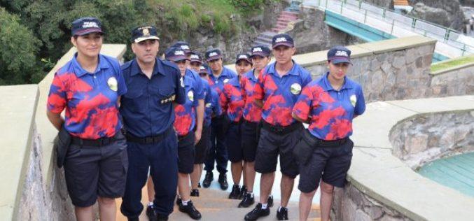 La Policía Turística ya tiene su uniforme de verano