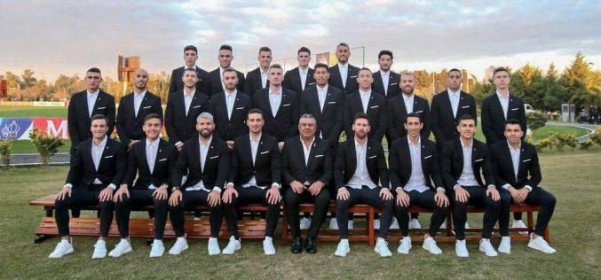 Con nuevo look, la selección argentina partió hacia Brasil para disputar la Copa América